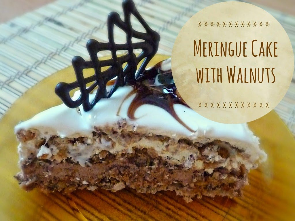 Meringue cake with walnuts image