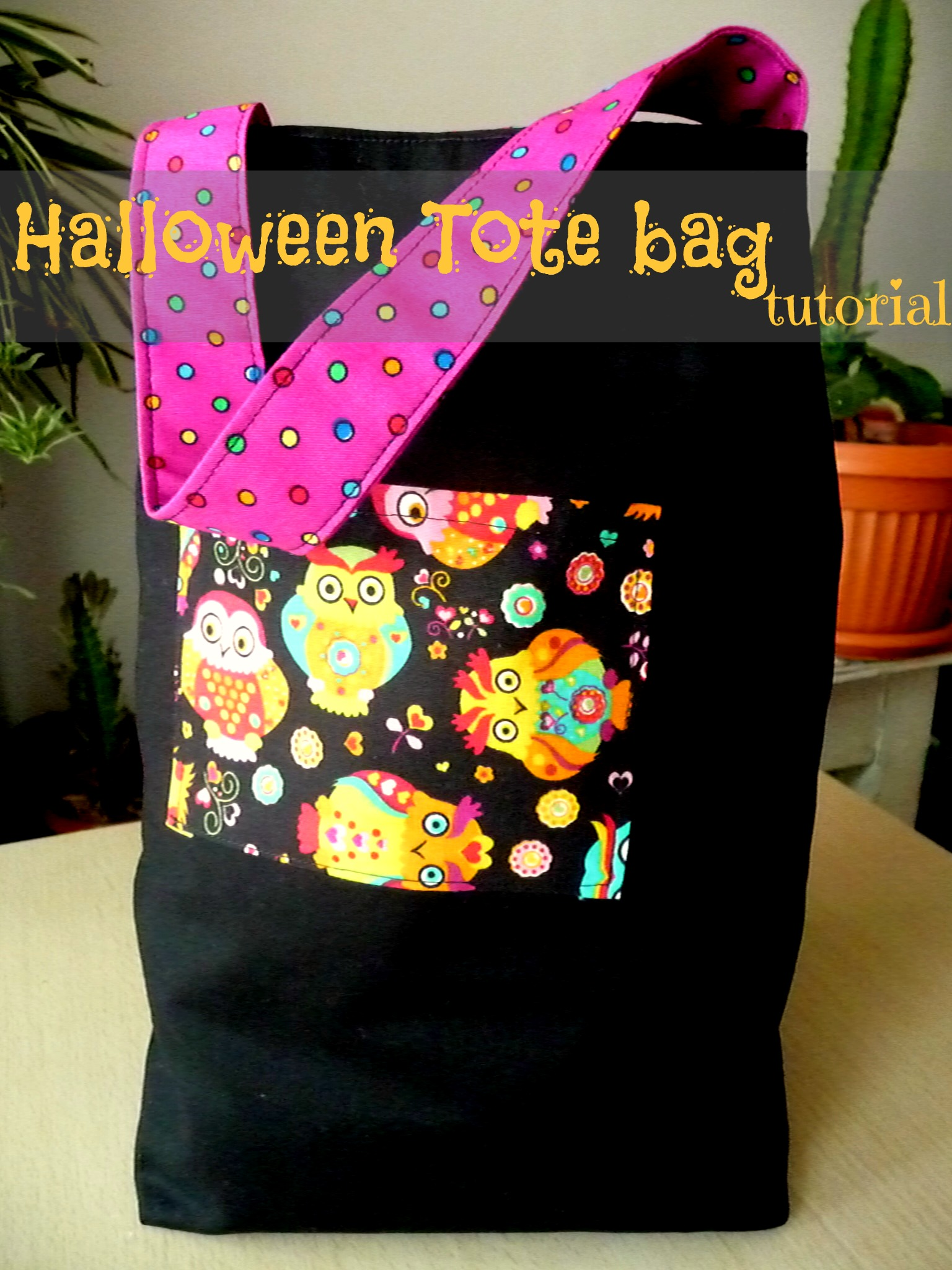 Halloween is approaching pretty fast and tons of Halloween activities come to mind. Here's a super easy and quick Halloween tote bag to inspire you!