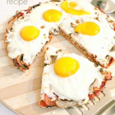 Breakfast Pizza recipe with eggs, ham and mozzarella