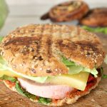 Quick breakfast idea: Spicy sandwich with cheese, ham, cabbage and lovage