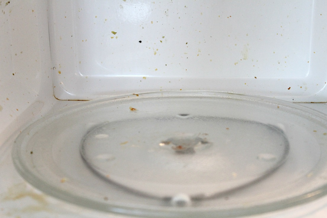how to properly clean a microwave