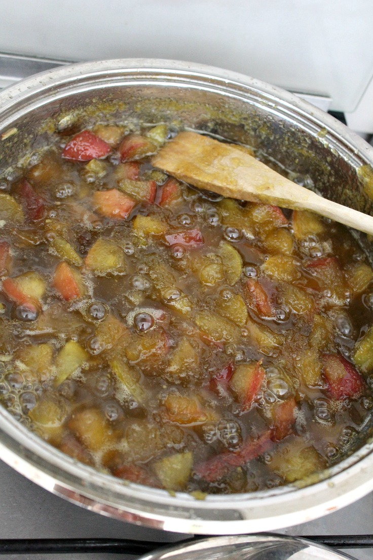 Green tomato jam with apples