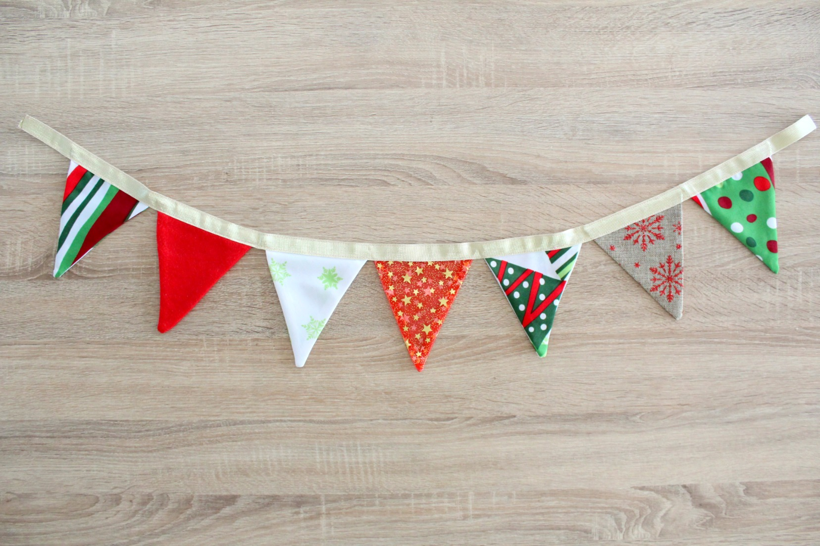 How To Make A Fabric Bunting For Christmas