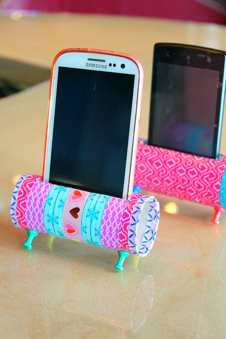 Diy phone holder with toilet paper rolls easy craft for Useful things to make out of paper