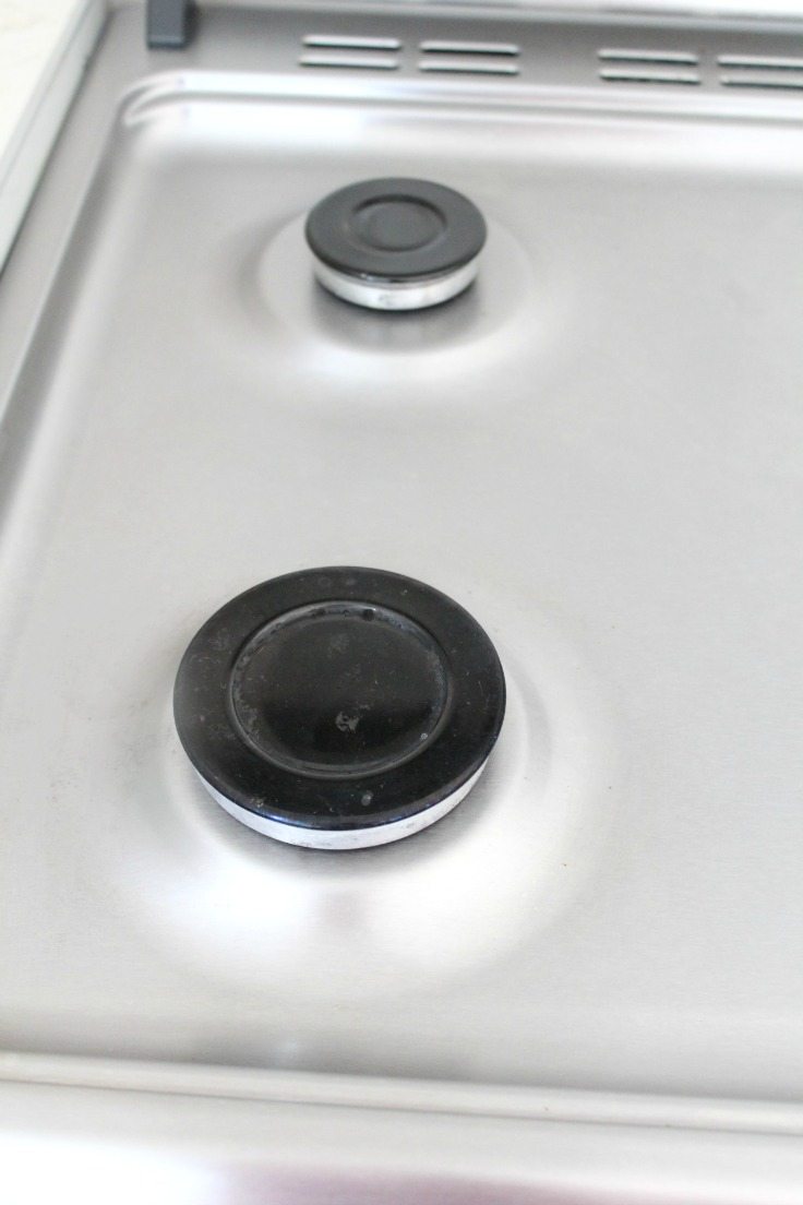 How to clean a stove naturally