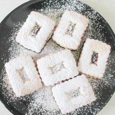 Strawberry Linzer cookies recipe