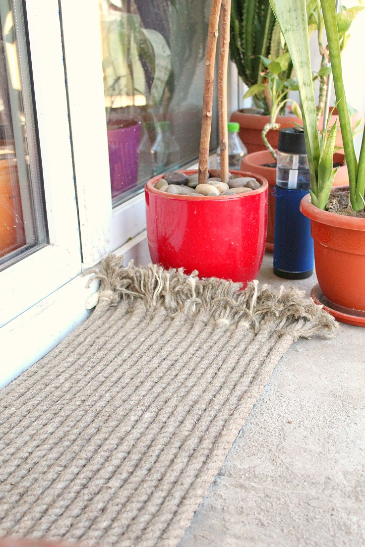 Rope doormat made with heavy duty jute rope