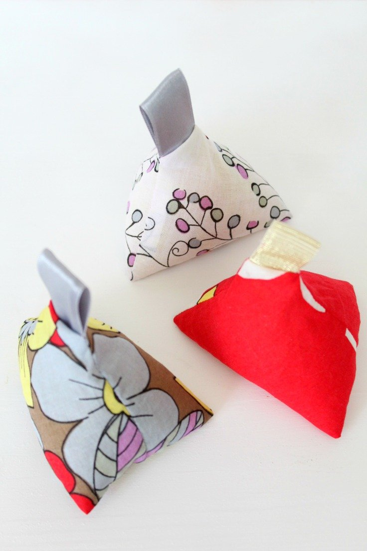 Triangle fabric weights