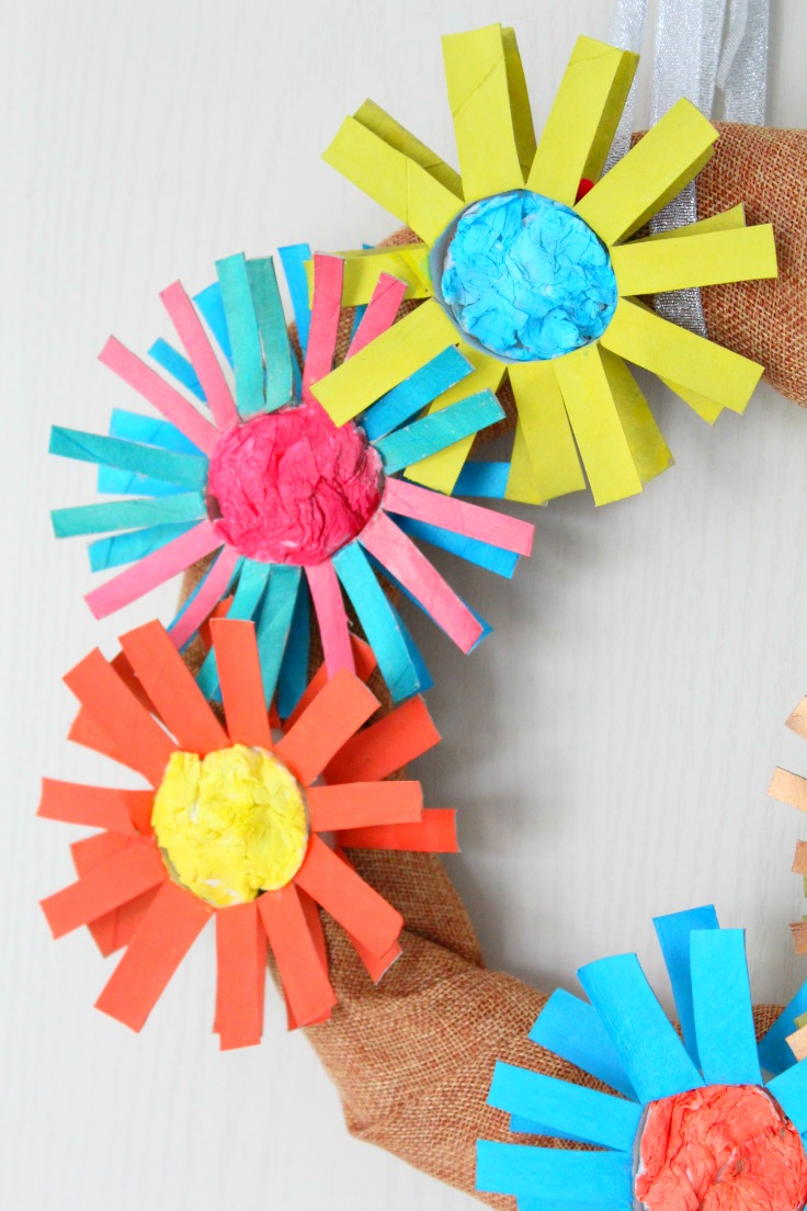 Diy paper flower wreath from paper tubes for Cardboard tube flowers