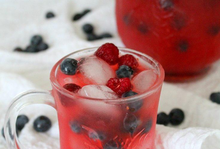 Raspberry lemonade with blueberries