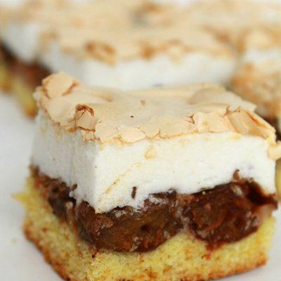 Plum cake recipe with meringue