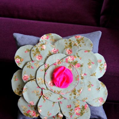 Sew an absolutely stunning easy flower pillow case