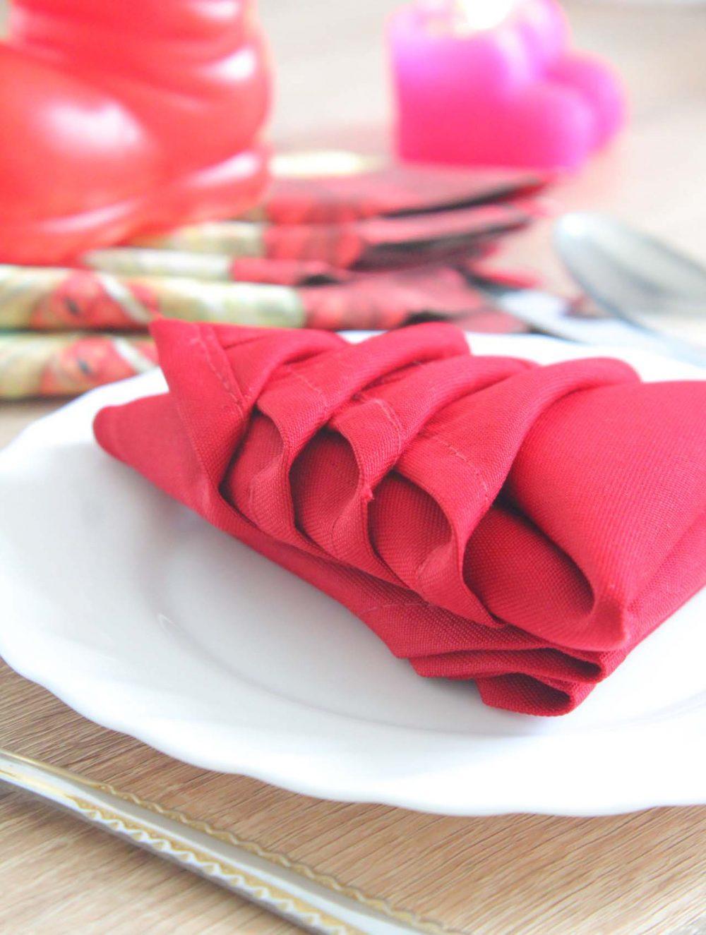 DIY Christmas Tree Napkin folding