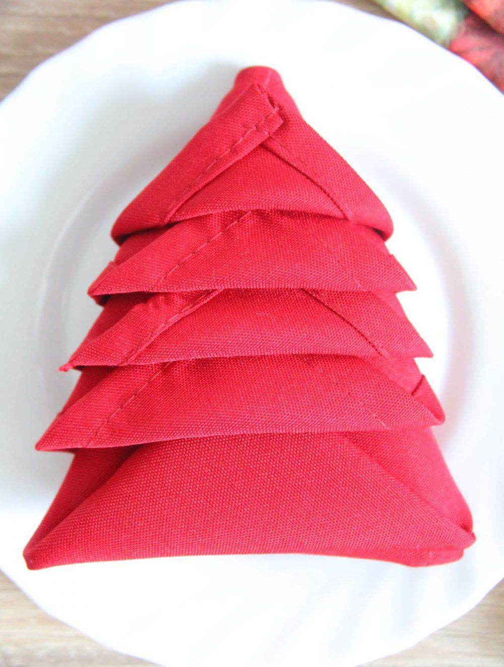 how to fold napkins for christmas