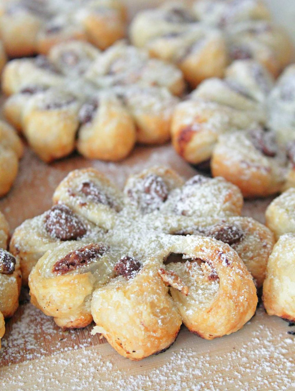 Chocolate puff pastry flowers
