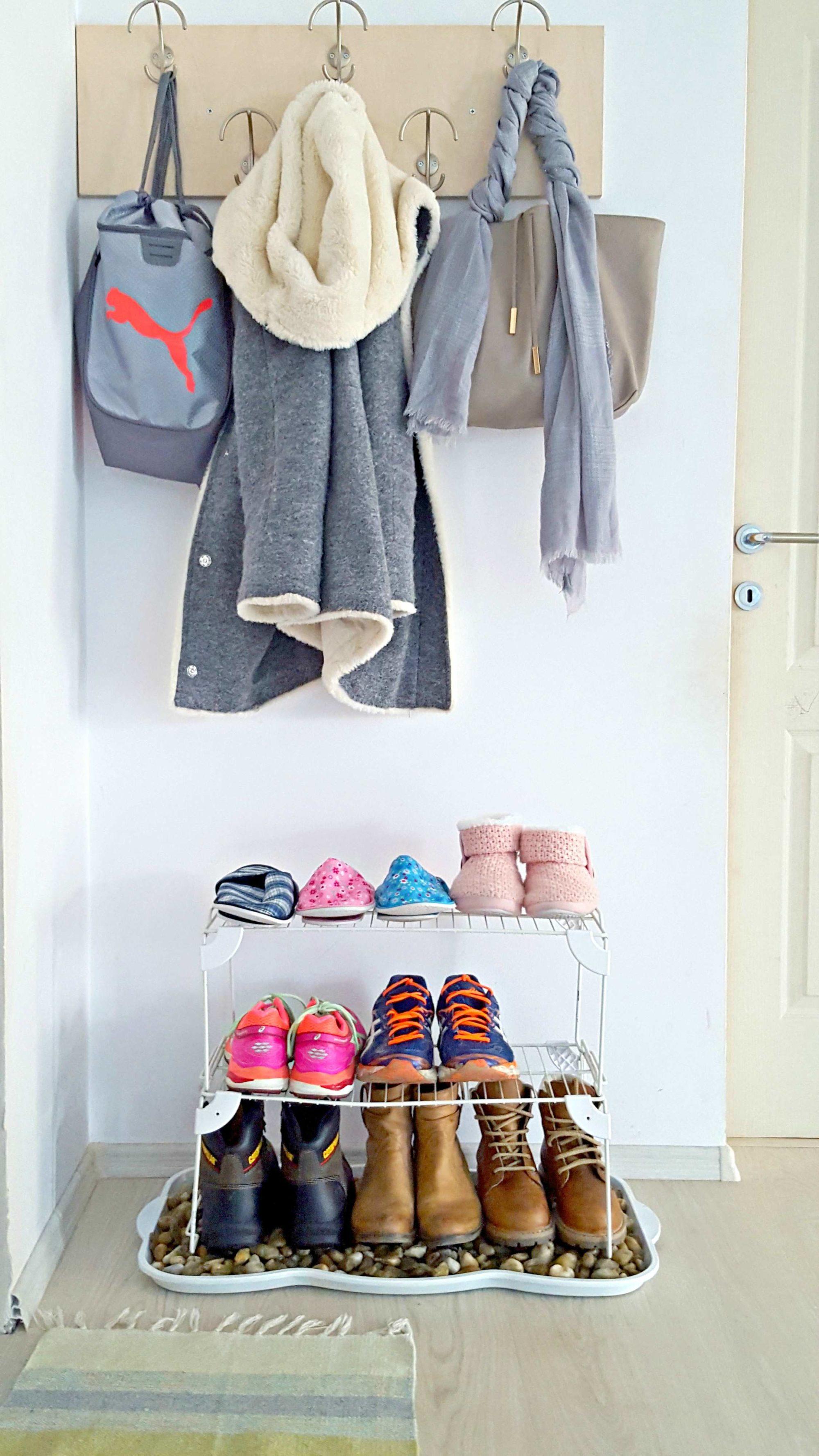 diy shoe storage budget friendly entryway shoe storage idea. Black Bedroom Furniture Sets. Home Design Ideas