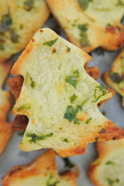 Try these garlic bread chips together with a hot cheese dip for the most crispy, crunchy, gooey and mouthwatering appetizer idea!