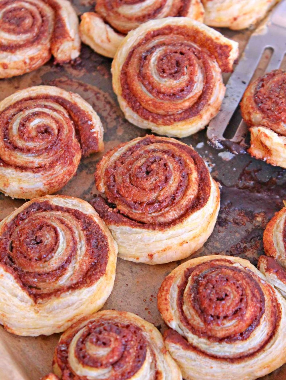 the easiest, yummiest and simple cinnamon rolls you've ever eaten