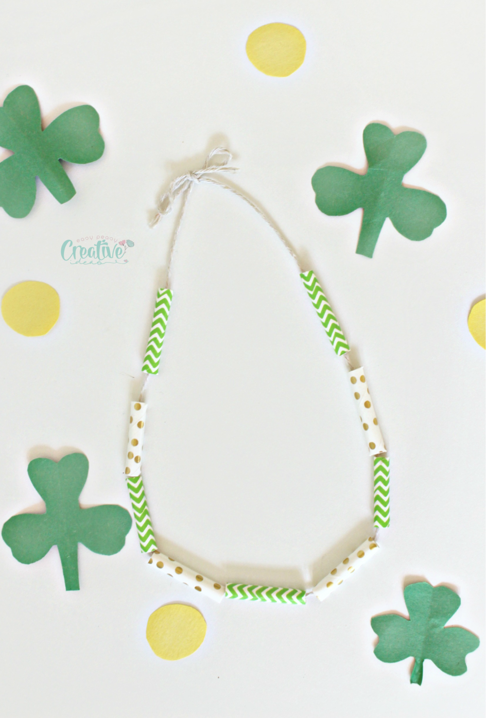 fun and easy St Patrick necklace craft! Perfect gift for little girls in your life and awesome kids activity!