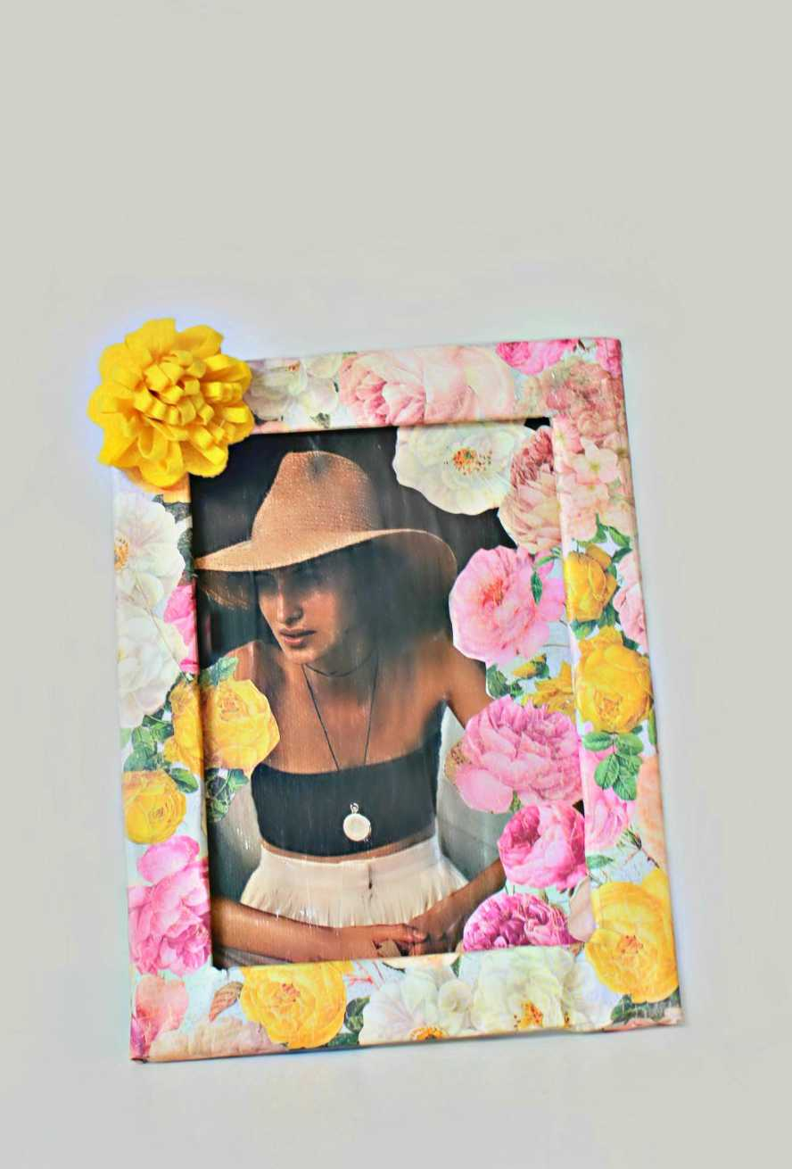 Floral picture frame easy craft with photo on canvas diy floral frame jeuxipadfo Choice Image