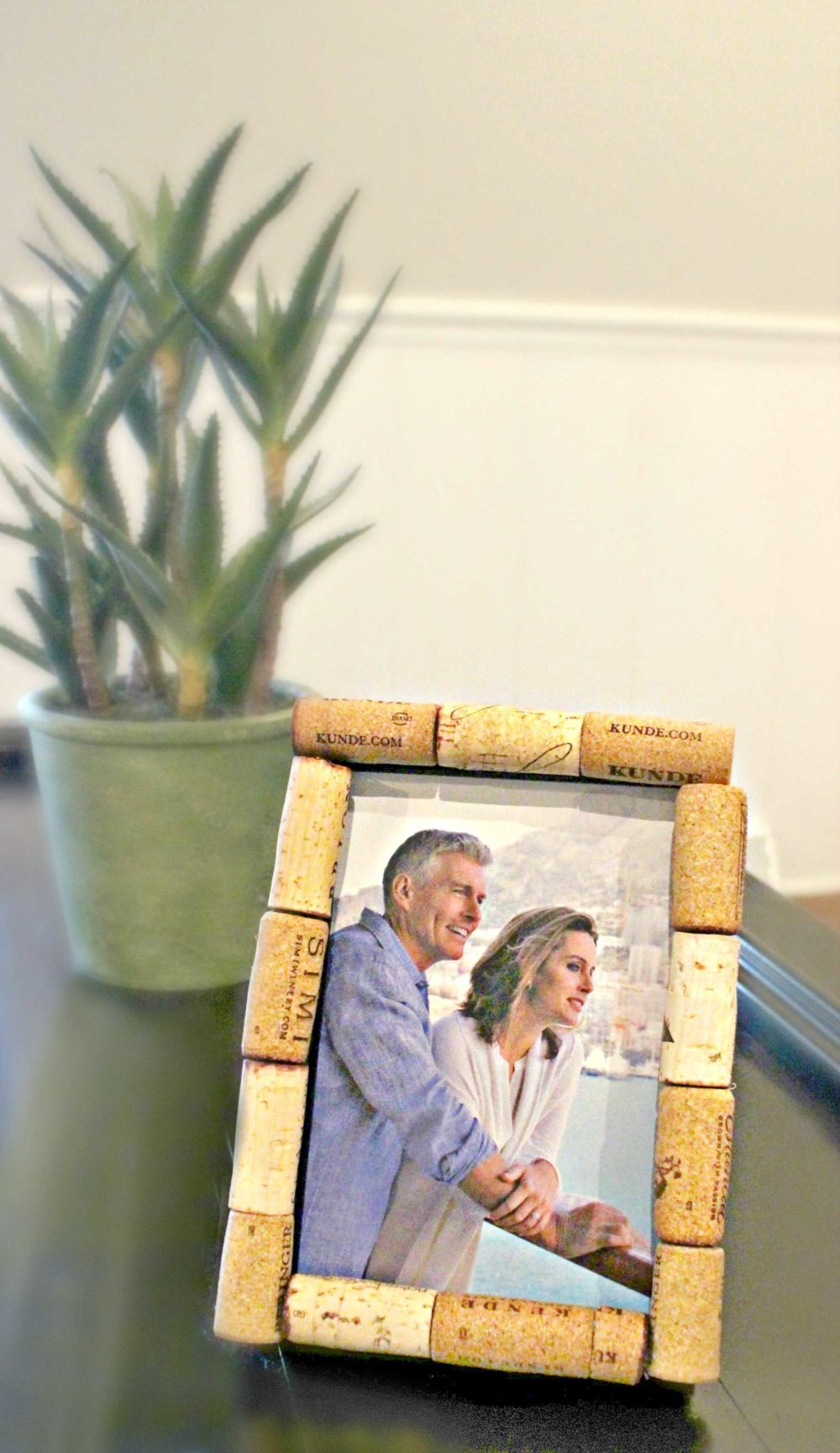 Cork frame made with recycled wine corks