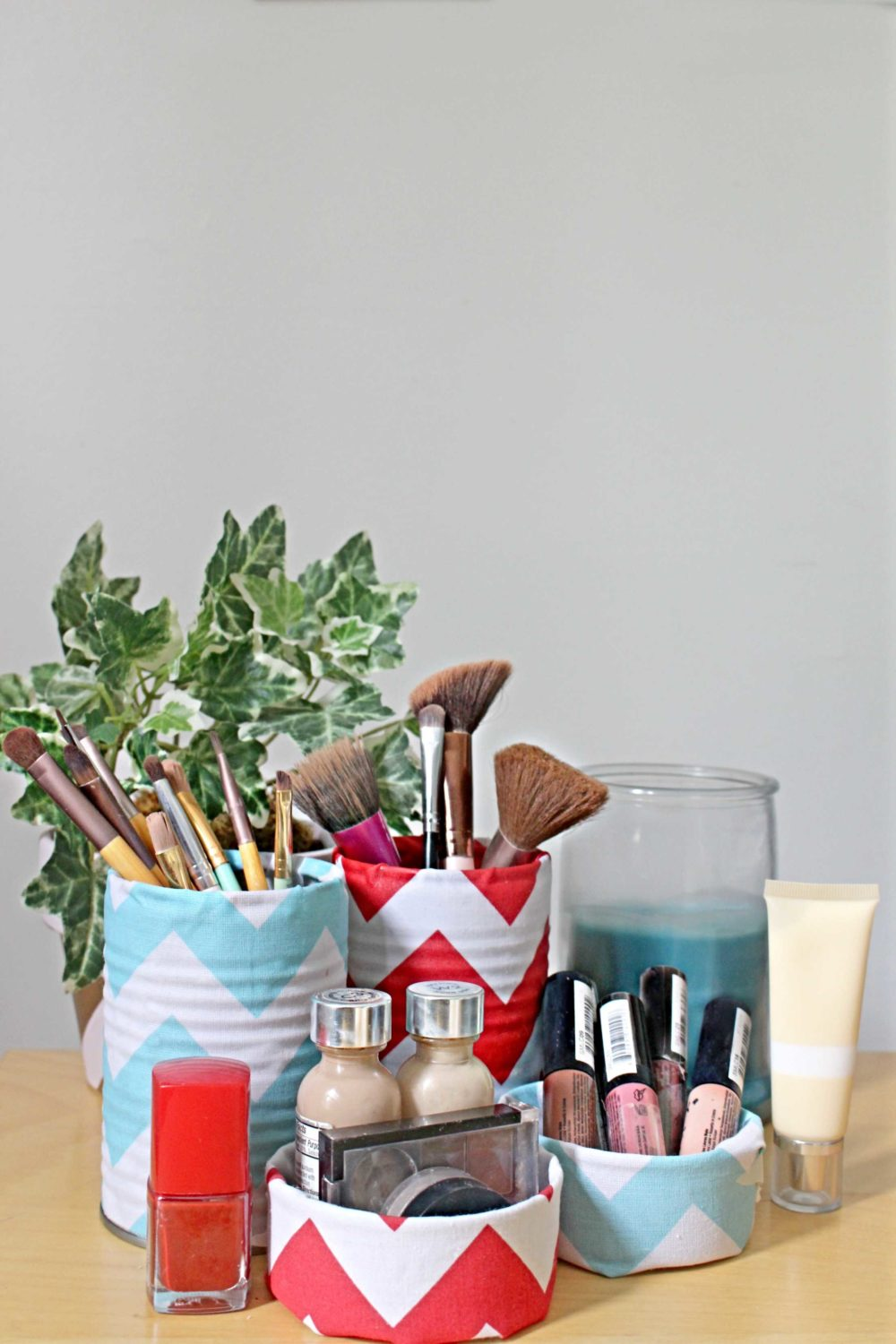 makeup brush container ideas made with tin cans, fabric and modge podge