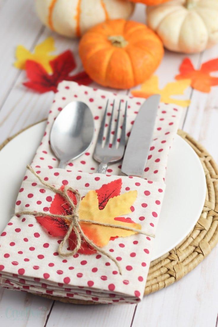 Napkin cutlery pockets
