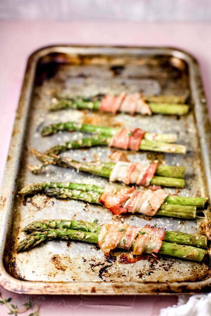 Baked asparagus with bacon