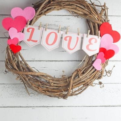 Rustic DIY valentine wreath
