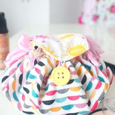 How cute and practical is this easy makeup bag?