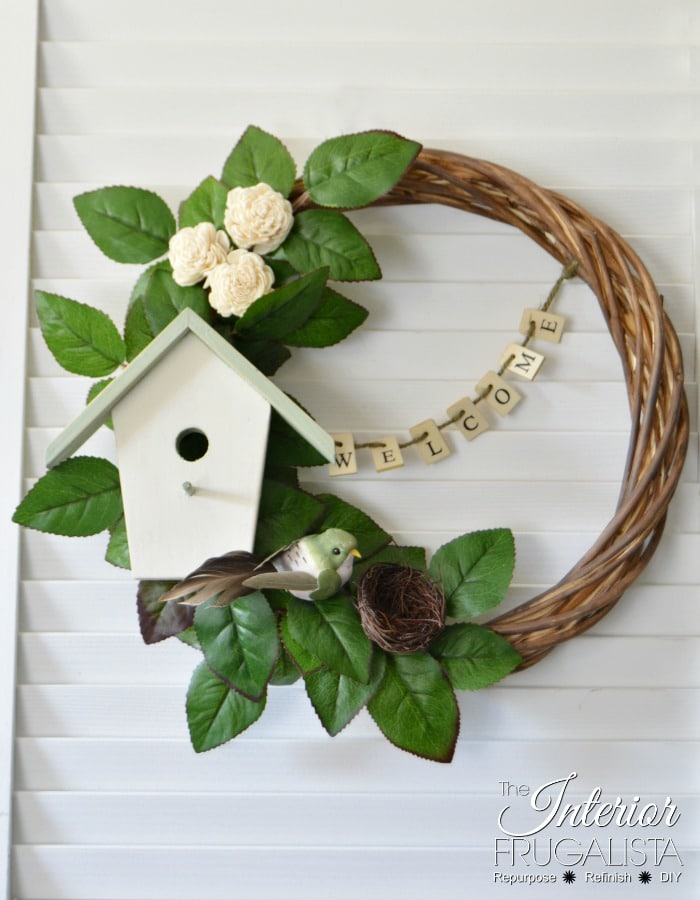 Image of summer wreath with bird house detail