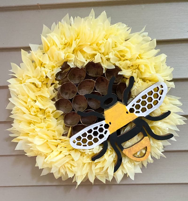 Image of summer wreath, bumble bee themed