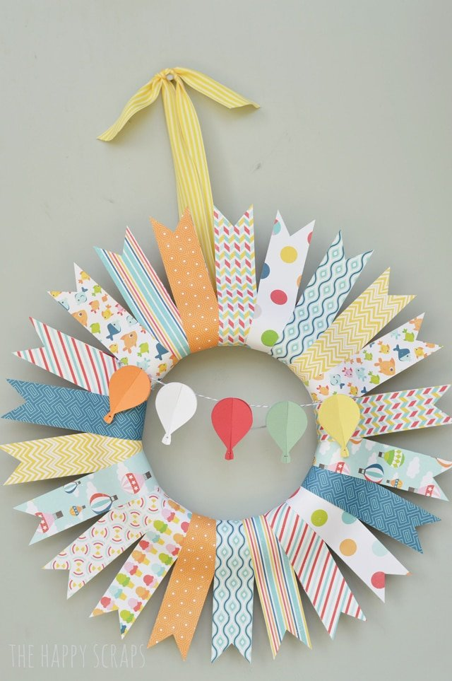 Image of summer wreath made with ribbon and hot air balloons from paper